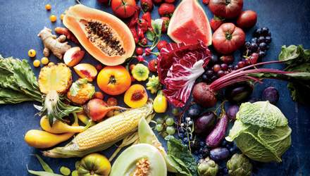 Вчені назвали продукти, які містять найбільше пестицидів