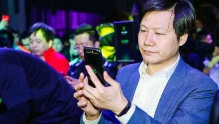 Гендиректор Xiaomi випадково засвітив Mi Band 3: фото