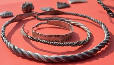 У Німеччині знайшли скарби вікінгів, яким близько тисяча років: дивовижні фото
