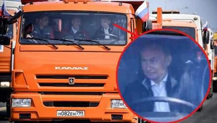 В сети высмеяли фото Путина во время открытия Керченского моста