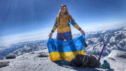 """Українка із шарфом """"Динамо"""" піднялася на висоту 8300 метрів: відео"""