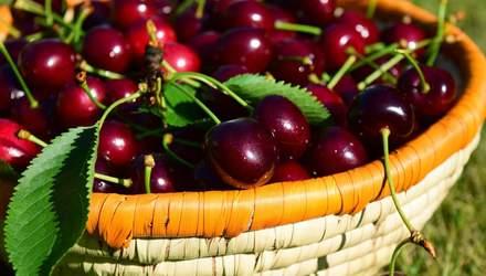 Кому не можна їсти черешню: відповідь лікаря