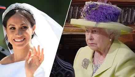 В сети остро раскритиковали королевский герб Меган Маркл: детали