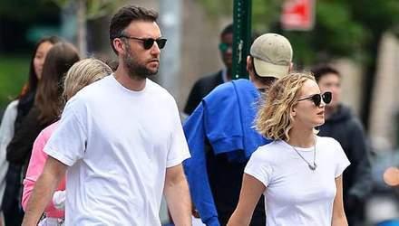 Дженніфер Лоуренс у незручному взутті сходила на побачення з новим бойфрендом: фото
