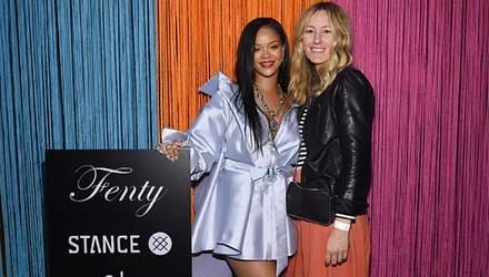 Рианна пришла на светское мероприятие в мини-платье: фото