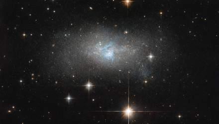 NASA показало неймовірний знімок карликової галактики