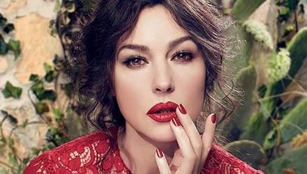 С розами и кофеваркой: соблазнительная Моника Беллуччи примерила новый образ от Dolce & Gabbanа