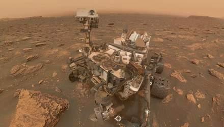 Марсоход сделал селфи во время мощной бури на Красной планете