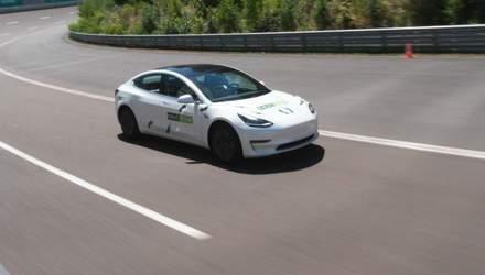 Tesla Model 3 с манекеном за рулем установил рекорд: видео