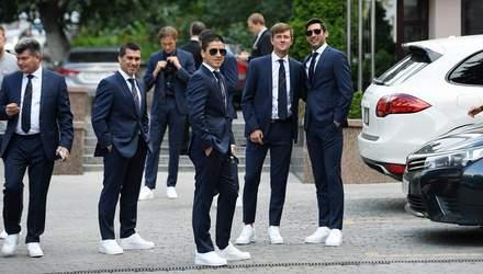 """Классические костюмы и белые кроссовки: """"Шахтер"""" прибыл в Одессу на матч Суперкубка"""