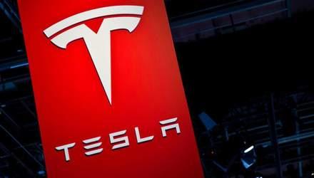 Слухи: компания Маска готовит к выпуску новый смартфон Tesla Quadra