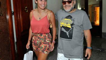 Марадона женится на девушке, которая вдвое младше него