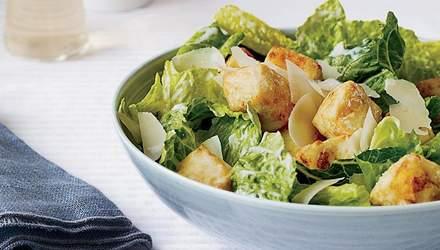 """Салат """"Цезар"""": класичний рецепт приготування популярної страви"""