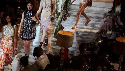 Звездный показ: Наоми Кэмпбелл, Ума Турман, Адриана Лима прошлись по подиуму Miu Miu Resort 2019