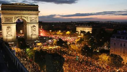 Франція вийшла у фінал ЧС-2018: як виглядало божевілля на вулицях Парижа