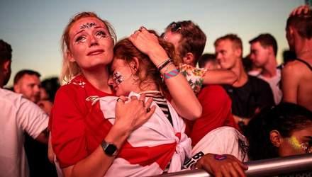 Англійські фанати не змогли приховати своє розчарування після програшу збірної: яскраві фото