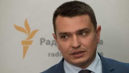 Журналісти зафільмували нічну зустріч Ситника вдома у президента Порошенка