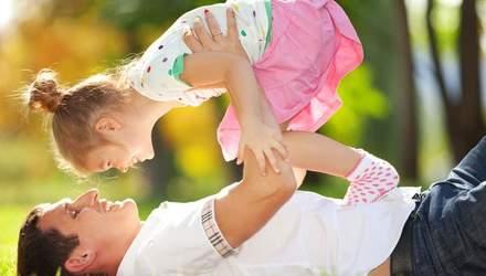 """Психологи пояснили перевагу """"маминих синочів"""" і """"татусевих дочок"""""""