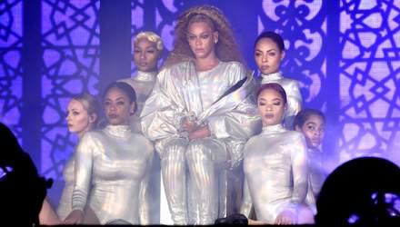 Оскаженілий фанат переслідував Бейонсе та Jay-Z на сцені та зірвав виступ: відео