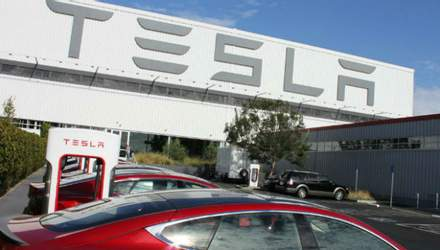 Маск влаштував екскурсію по заводу Tesla