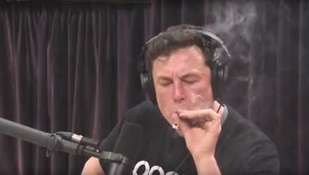 Ілон Маск курив марихуану в прямому ефірі: курйозне відео