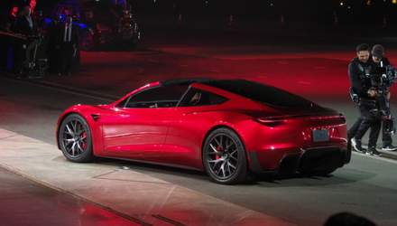 Характеристика найшвидшого авто у світі Tesla Roadster: вражаючі деталі