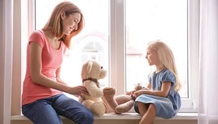 Коли варто розповісти доньці про менструацію: поради батькам