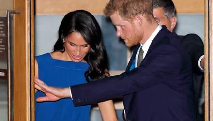 Чому принц Гаррі перекручує обручку на пальці: неочікуване пояснення експерта з фото