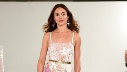 Ольга Куриленко вийшла на подіум у напівпрозорій сукні: фото