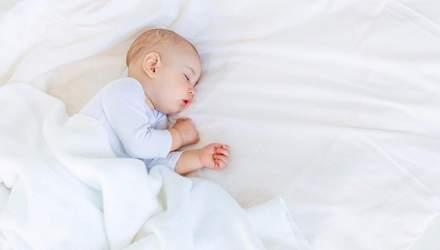 Чому дитина пітніє вночі: основні причини