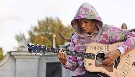 Джастин Бибер спел песню для Хейли Болдуин посреди Лондона: волшебное видео