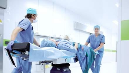 Чи можна перевозити пацієнта ногами вперед: пояснення Супрун