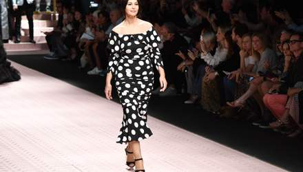 Итальянский шик: как выглядела Моника Беллуччи на шопинге в Милане