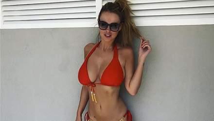 Пышногрудая модель Риан Сагден опубликовала сексапильные фото с медового месяца: 18+