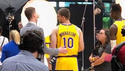 """""""Лос-Анджелес Лейкерс"""" допустили помилку у прізвищі українського баскетболіста на формі: фото"""