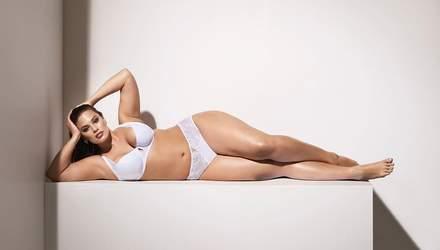 Пишнотіла модель Ешлі Грем показала фігуру в яскравій білизні: фото