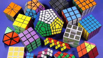 Японці створили робота, який за долі секунди трьома пальцями збирає кубик Рубіка