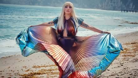 Леді Гага оголила груди та зачарувала ніжними образами у фотосеті для Elle: фото