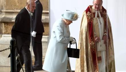 Королева Елизавета II продемонстрировала нежный образ на свадьбе внучки принцессы Евгении