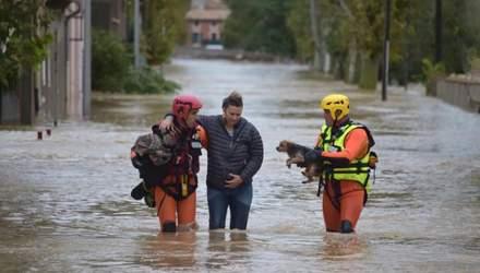 """""""Це було жахливо, дощ все йшов і йшов"""": кількість загиблих через повінь у Франції стрімко зросла"""