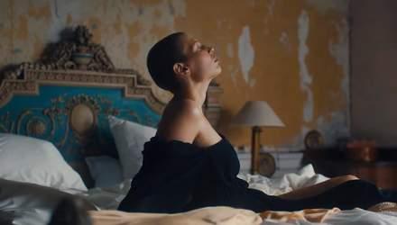 Дизайнерка Стелла Маккартні у новій рекламі показала жінок, які пережили рак грудей