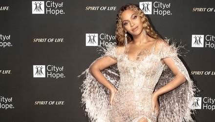 Бейонсе засвітила пікантні фото в розкішних сукнях на благодійному вечорі