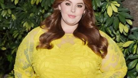 У жовтій обтислій сукні: пишнотіла модель Тесс Холлідей похизувалася фігурою на вечірці