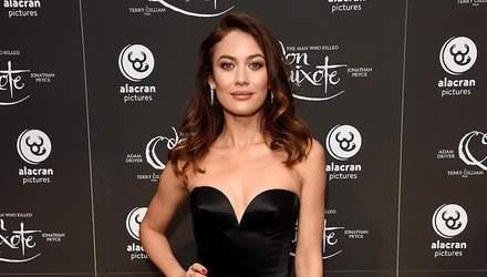 Ольга Куриленко засвітила пікантну сукню на кінофестивалі: фото