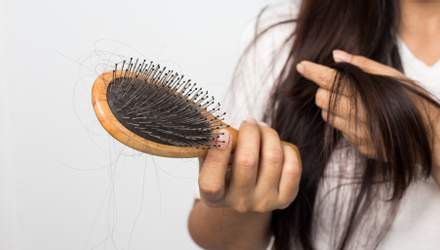 Как остановить выпадение волос осенью: советы врача