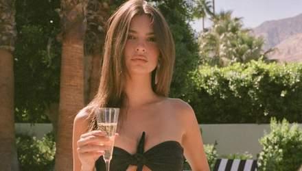 Емілі Ратажковскі показала звабливу фігуру в купальниках власного бренду: пікантні фото
