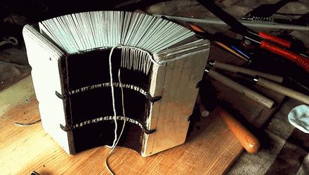 """Майстерня """"Форзац"""": як закохані у книги митці створюють справжні середньовічні дива"""