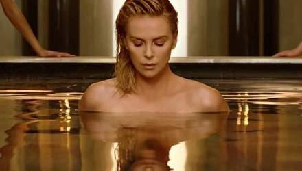 Шарліз Терон оголилася для реклами Dior: відео
