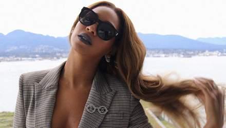Певица Бейонсе надела стильный костюм без белья: пикантные фото
