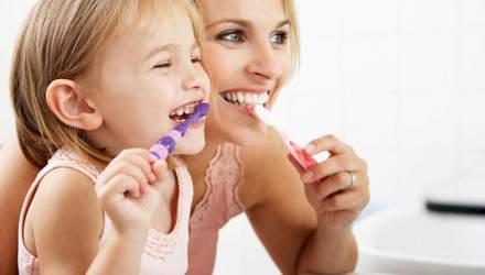 Як правильно доглядати за зубами дітей